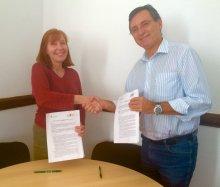 Foto da assinatura do acordo entre o ISA e o Centrop